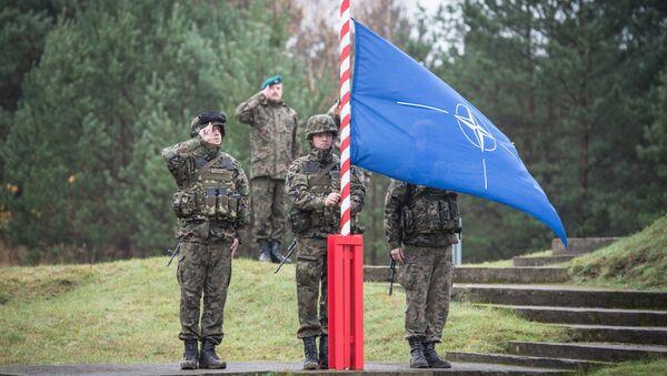 Поднятие флага НАТО - Sputnik Латвия
