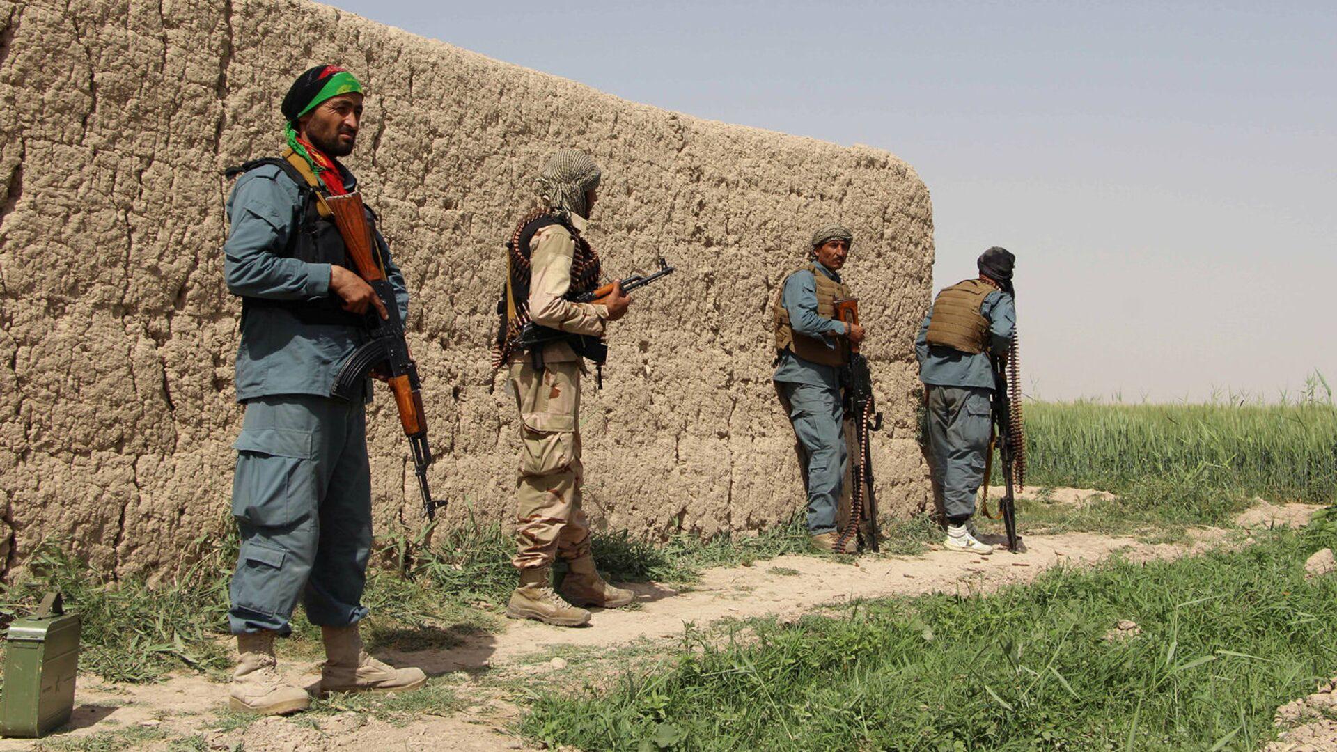 Полицейские Афганистана во время боя с талибами в Нахри-Сарадж провинции Гильменд, Афганистан - Sputnik Latvija, 1920, 01.08.2021