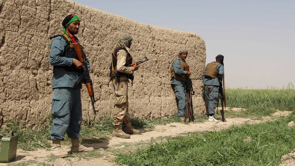 Полицейские Афганистана во время боя с талибами в Нахри-Сарадж провинции Гильменд, Афганистан - Sputnik Latvija