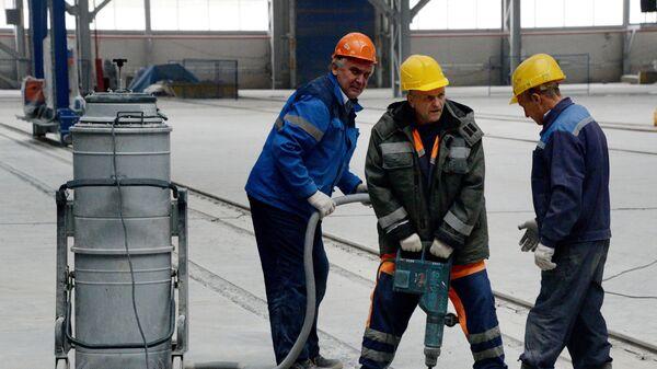 Рабочие в блоке корпусных производств - Sputnik Латвия