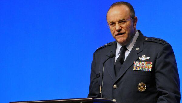 Командующий вооруженных сил США в Европе генерал Филип Бридлав выступает в Орландо - Sputnik Латвия