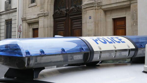 Полицейский автомобиль у офисного здания Google в Париже - Sputnik Latvija