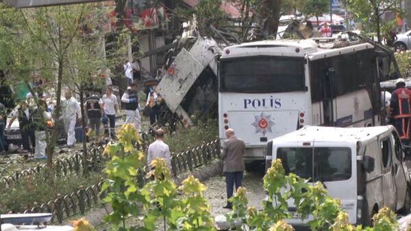 Кадры с места взрыва у автобусной остановки в центре Стамбула - Sputnik Latvija