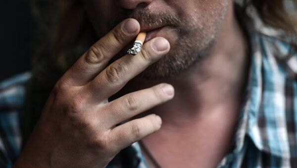Курение в общественных местах - Sputnik Латвия