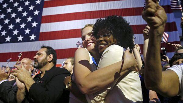 Сторонники кандидата в президенты США от Демократической партии Хиллари Клинтон - Sputnik Latvija