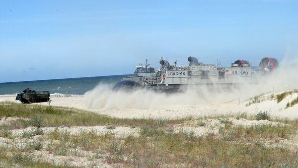 Высадка морского десанта войск НАТО во время учений Baltops - Sputnik Латвия