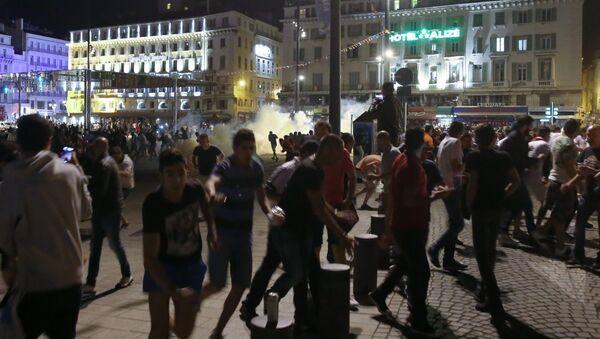 Ночные беспорядки в Марселе - Sputnik Латвия