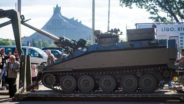 Военная техника армии США в Риге - Sputnik Латвия