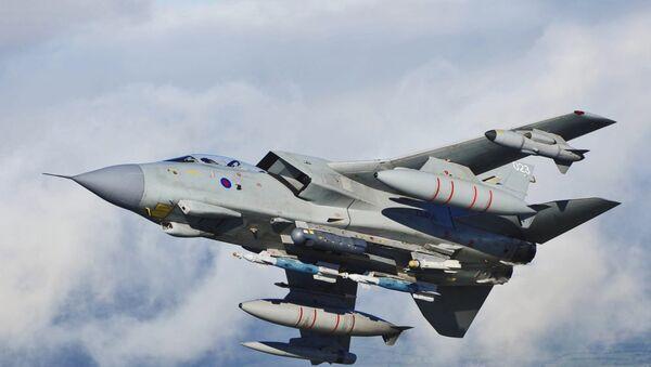 Истребитель-бомбардировщик Tornado GR4, архивное фото - Sputnik Латвия