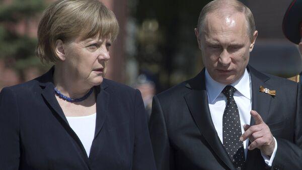Президент Российской Федерации Владимир Путин и канцлер ФРГ Ангела Меркель - Sputnik Латвия