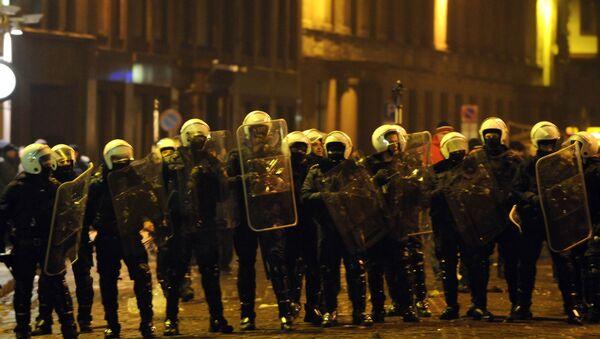 Полиция блокировала улицы в ходе антиправительственной акции в центре Старой Риги - Sputnik Латвия