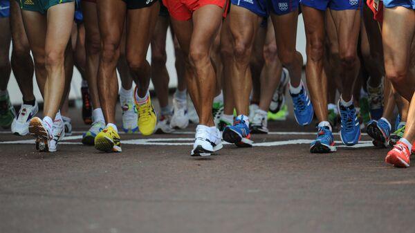 Участники марафона на старте дистанции - Sputnik Латвия