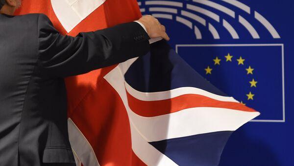 Британский флаг в Европейском парламенте в Брюсселе - Sputnik Латвия