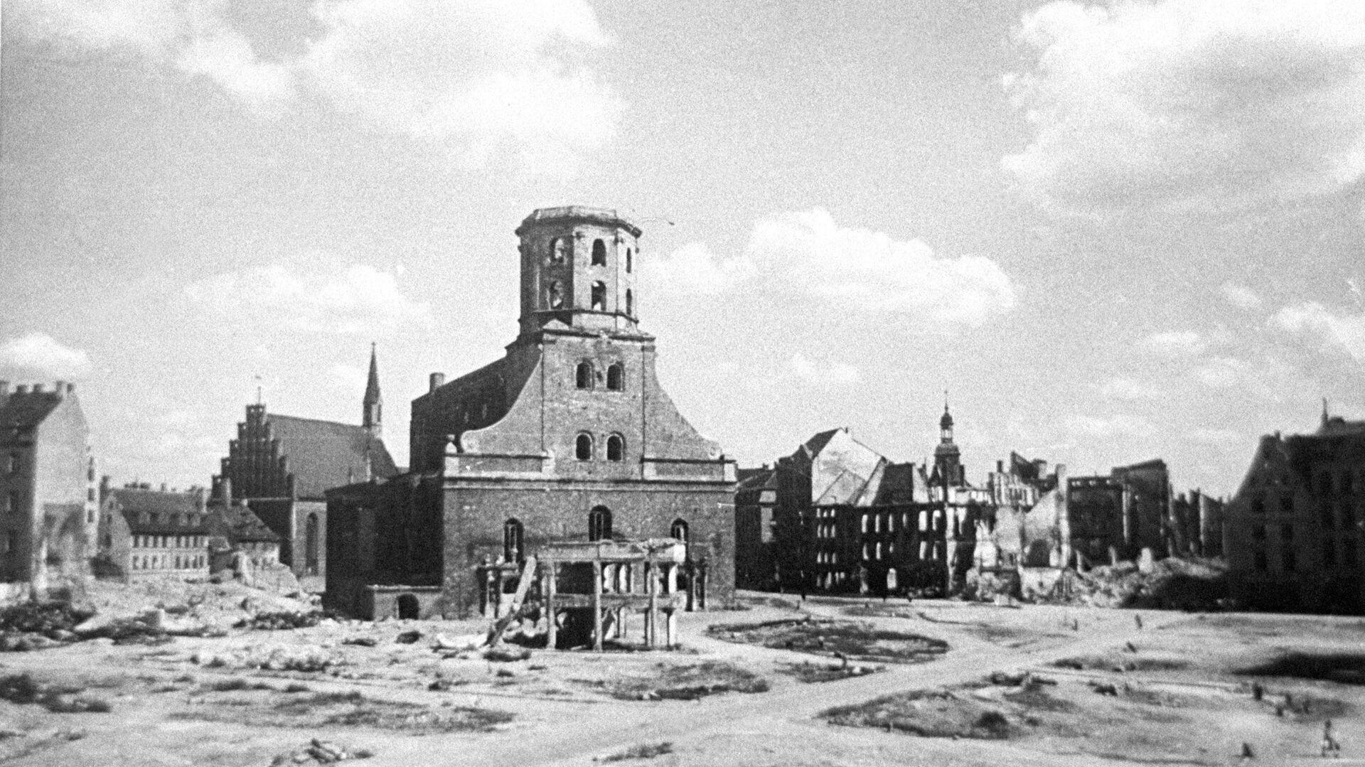Ратушная площадь в Риге после ухода фашистов - Sputnik Латвия, 1920, 04.06.2021