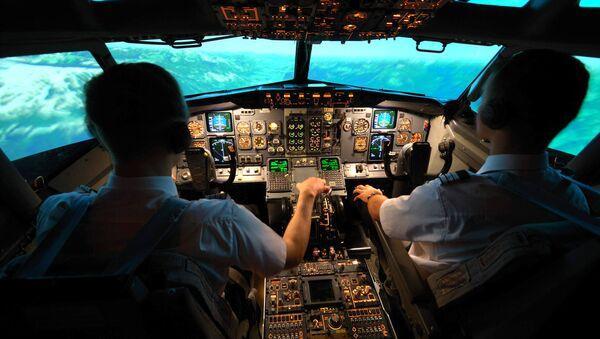 Внутри кабины – симулятора Боинга 737 - Sputnik Латвия