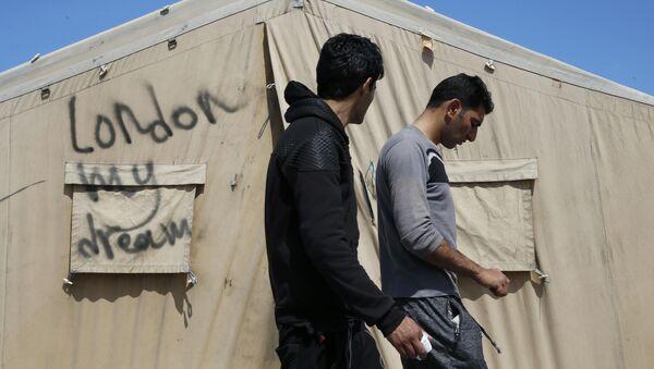 Uzraksts telšu nometnē Londona - mans sapnis. Foto no arhīva - Sputnik Latvija