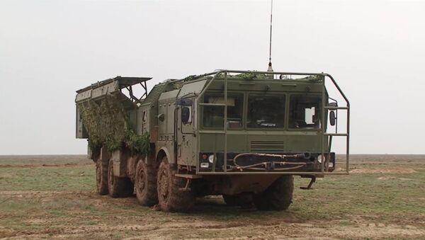 Комплекс Искандер-М на полигоне Капустин Яр в Астраханской области. Архивное фото - Sputnik Латвия