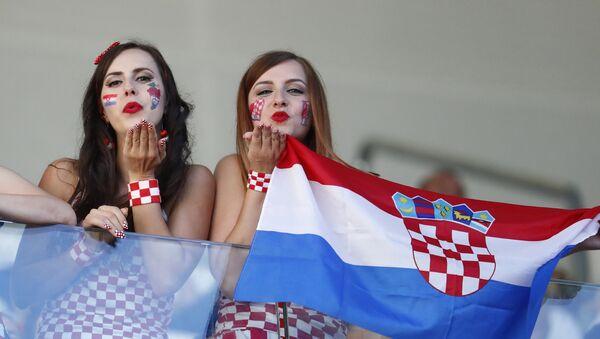 Болельщицы Хорватии перед матчем - Sputnik Латвия