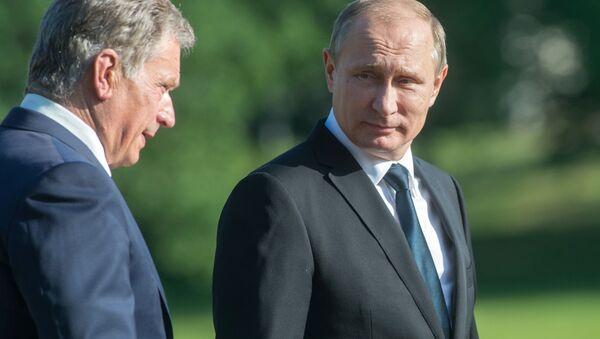 Президент РФ Владимир Путин (справа) и президент Финляндской Республики Саули Ниинистё - Sputnik Латвия