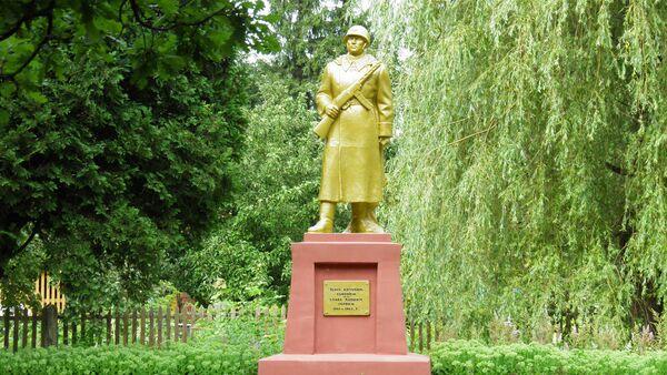 Памятник павшим советским солдатам в Субате - Sputnik Latvija