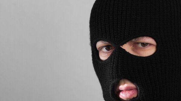 Человек в маске балаклавы. Архивное фото - Sputnik Латвия