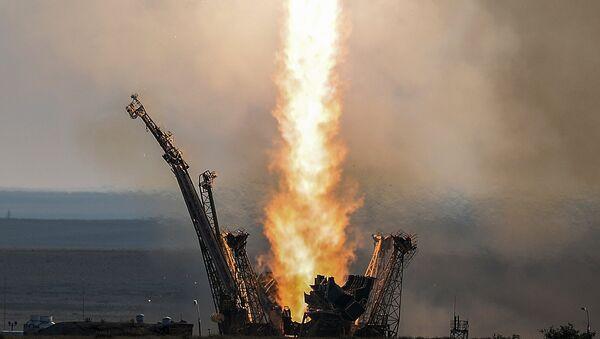 No Baikonuras startēja nesējraķete Sojuz-FG ar pilotējamo kuģi Sojuz MS - Sputnik Latvija