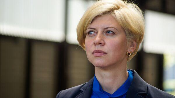 Министр здравоохранения Латвии Анда Чакша и новые машины неотложной помощи - Sputnik Латвия