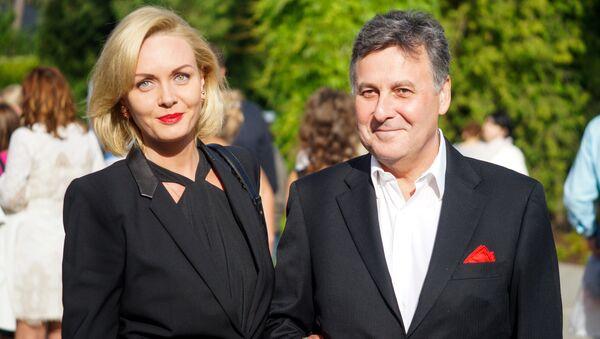 Банкир и владелец футбольного клуба Валерий Белоконь  с женой - Sputnik Латвия