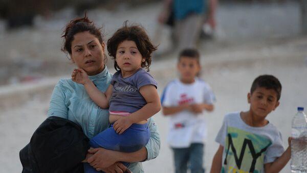 Беженцы с детьми - Sputnik Латвия