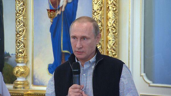 Путин попросил не забывать о погибших в Сирии летчиках и молиться за них - Sputnik Latvija