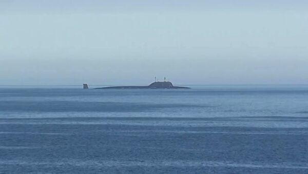 Атомная подводная лодка Северного флота Северодвинск в акватории Баренцева моря перед пуском крылатой ракеты Калибр - Sputnik Latvija