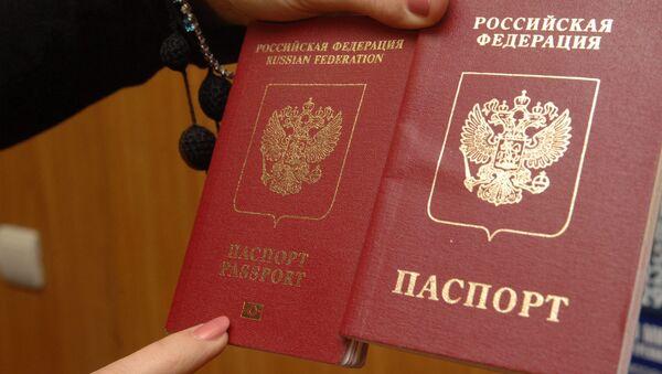 Обложки заграничных паспортов РФ - Sputnik Латвия