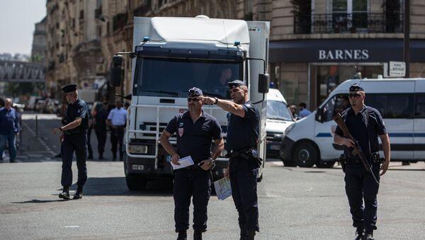 Усиление мер безопасности в Париже - Sputnik Латвия