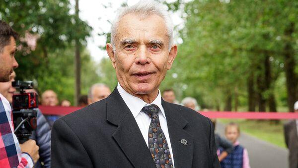 Открытие аллеи имени Валентина Пикуля в Болдерае  - Sputnik Латвия