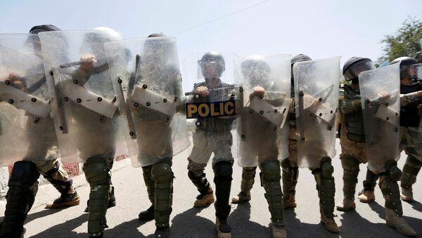 Афганская полиция на акции протеста в Кабуле. 23 июля 2016 - Sputnik Латвия