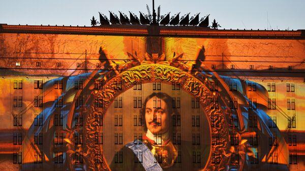 Световая проекция на комплексе зданий министерства обороны РФ - Sputnik Латвия