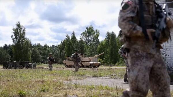 В латвийскую армию зазывают рэпом - Sputnik Latvija