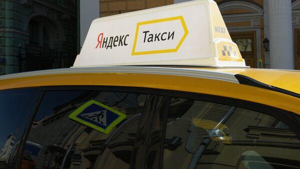Автомобиль службы Яндекс-такси. - Sputnik Латвия