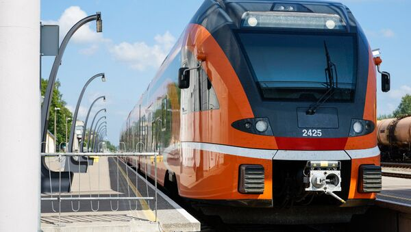 Эстонский поезд швейцарского производителя Stadler на станции в Валге - Sputnik Латвия