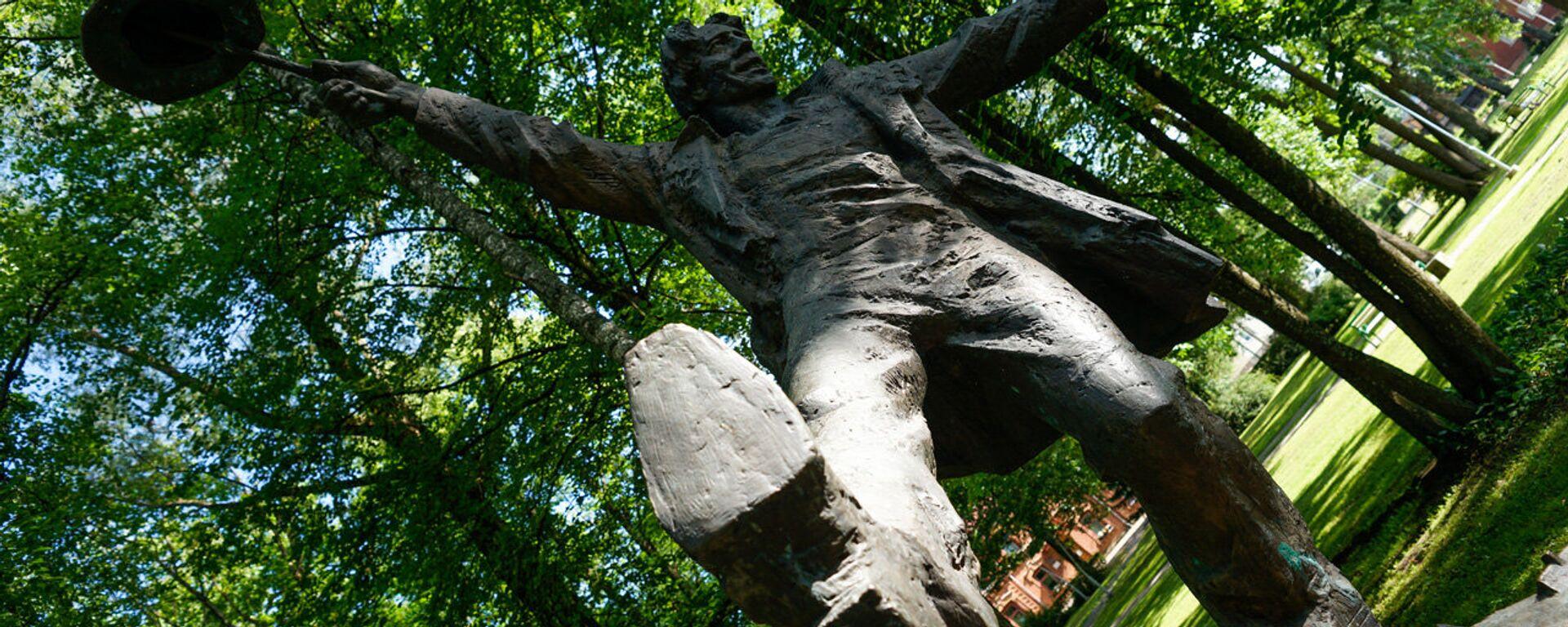 Памятник книжному герою, романтику Томасу Нипернаади в Валге - Sputnik Латвия, 1920, 08.12.2017