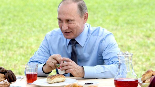 Рабочая поездка президента РФ В. Путина в Тверскую область - Sputnik Латвия