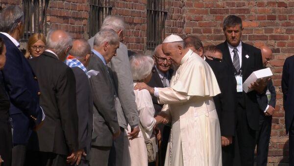Визит Папы Римского Франциска в Освенцим - Sputnik Латвия