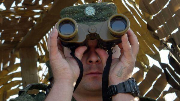 Военнослужащий во время учений - Sputnik Latvija