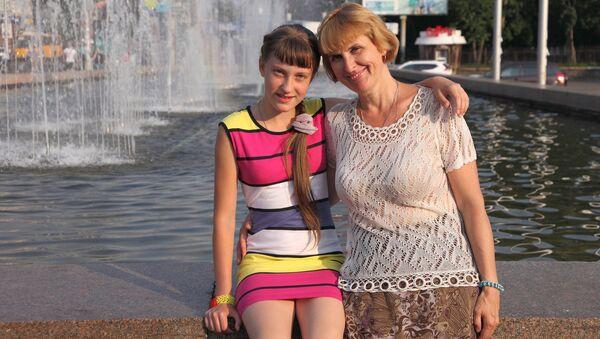 Анастасия Леонович и дочь Дарья - Sputnik Латвия