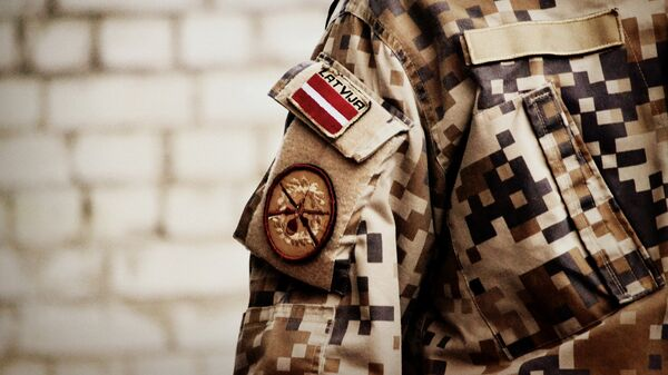 Шеврон на форме латвийского солдата - Sputnik Латвия