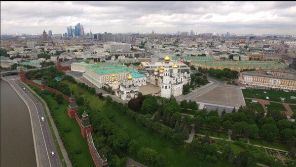 Московский Кремль и Соборная площадь с высоты птичьего полета - Sputnik Latvija