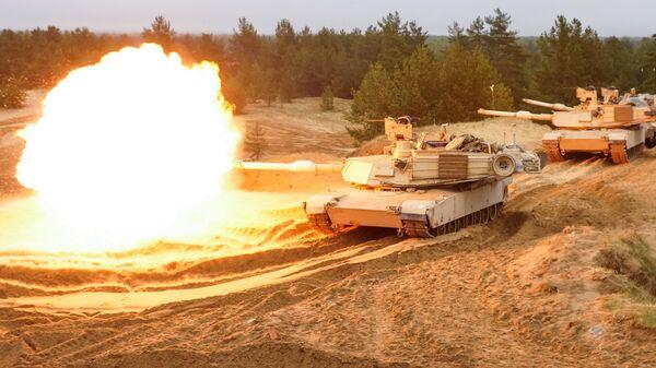 Стрельбы американских тяжёлых танков Abrams M1A2 - Sputnik Латвия