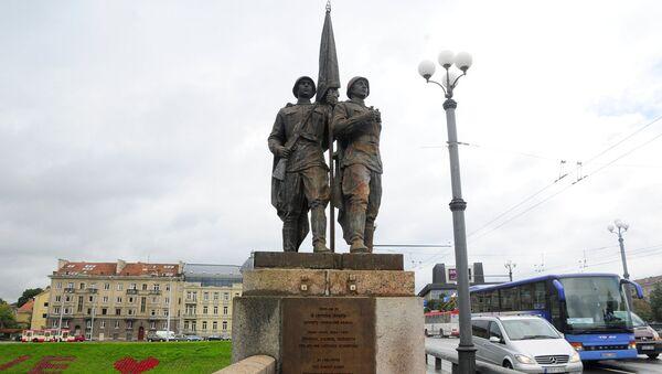 Скульптура На страже мира на Зеленом мосту в Вильнюсе - Sputnik Латвия