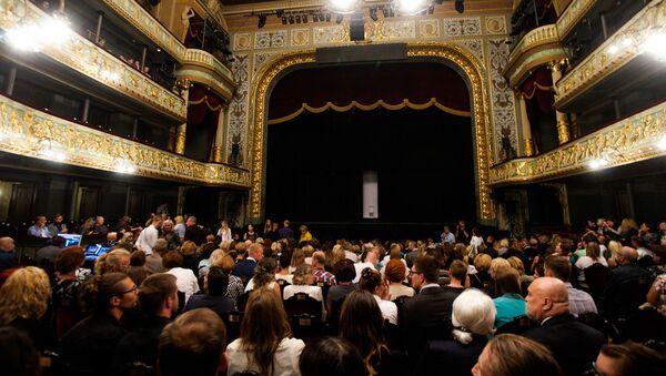 В зале Латвийской национальной оперы перед спектаклем - Sputnik Латвия