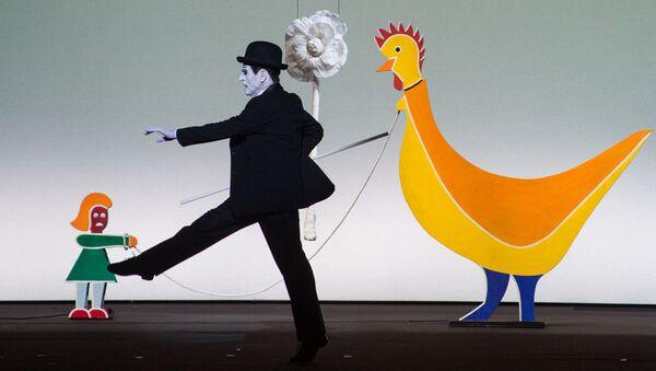 Сцена из спектакля Письмо к человеку с участием Михаила Барышникова - Sputnik Латвия